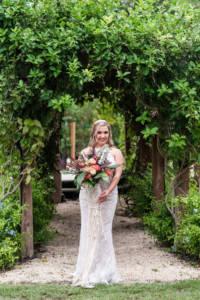 green_vines_bride_coral