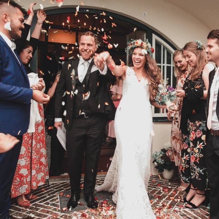 bride_groom_wedding_celebration_confetti